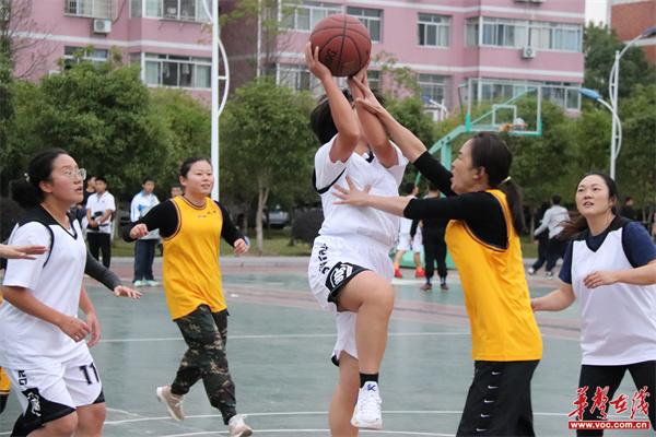 浏阳八中、九中组织开展教职工篮球友谊赛
