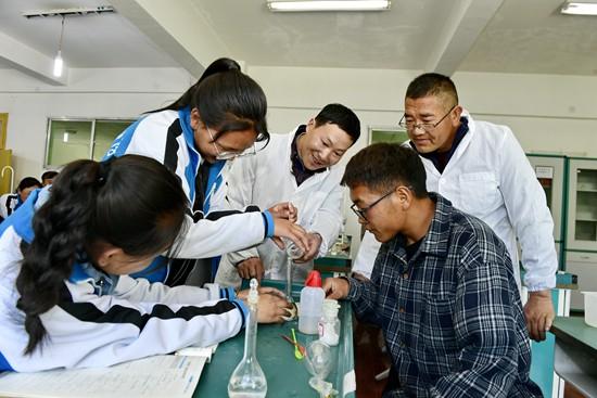 """從""""輸血""""到""""造血"""" 教育人才援藏為西藏孩子打開新世界"""