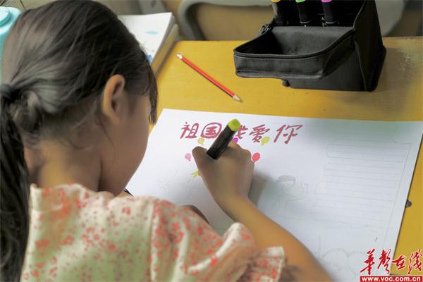 """孩子们在画""""童心向党""""手抄报1_副本.jpg"""