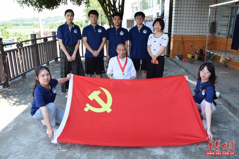 湖南科技大学:走访慰问老党员 聆听生动党课