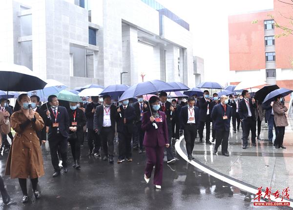 益阳南县丨县级两会代表视察南县职业中专